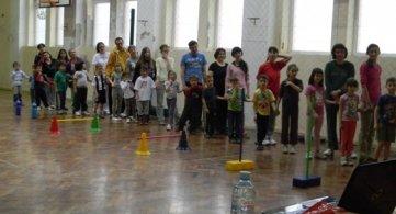 Родитељи и деца вежбали заједно